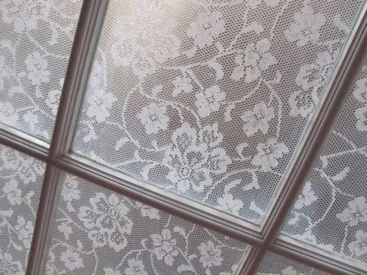 /ella-cubrio-las-ventanas-de-su-dormitorio-con-maicena-y-consiguio-algo-hermoso-y-muy-elegante/