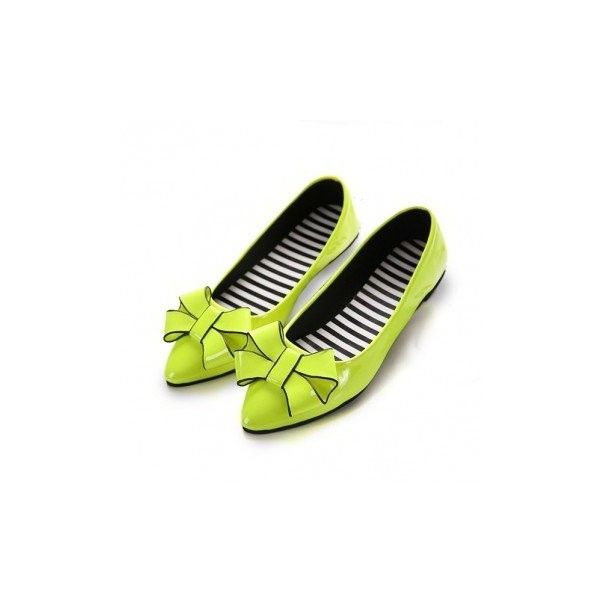 Butterflyknot Pure Color Stripe Light Ponited Toe Slip On Flat Shoes ($13) ❤ liked on Polyvore featuring shoes, flats, black, flat & loafers, flat pumps, black flats, loafer shoes, slip-on shoes and summer flats