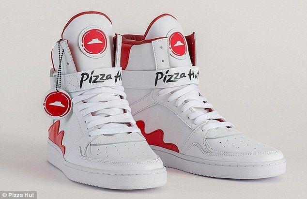 Őrület! Bemutatták azt a cipőt, amivel pizzát lehet rendelni! - https://www.hirmagazin.eu/orulet-bemutattak-azt-a-cipot-amivel-pizzat-lehet-rendelni