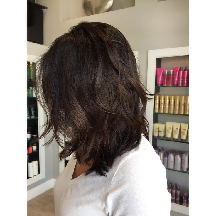 #mulpix Loving these soft fall brunettes! Formula: Base Redken Shades Eq 4n4nb equal parts blended into 6n6nb6g Sometimes it's not about adding light, depth at the root adds contrast and dimension while still keeping the maintenance nice and easy It also is a great complement to natural sunkissed highlights! ❤️