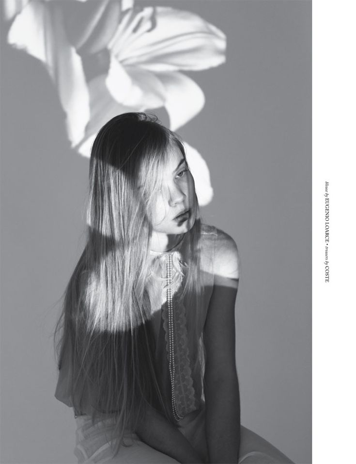 Efflorescence – Antia Pagant uses projections of flowers for a youthfully romantic shoot featured in New York-based publication Dahse Magazine. Starring Soveija, the images showcase lightweight and ethereal spring looks from Zara, Navarro and See by Chloe amongst others selected by Carolina Herrera. Keeping with the natural theme, Soveija wears mussed hair with floral accents and barely there makeup. / Creative direction by Caught in Creativity
