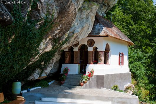 Pahomie hermitage, one of the most secluded spots in Romania – Valcea county