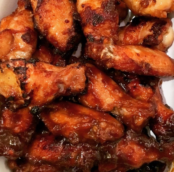 #wings #recipe #football This year for the Superb Owl, I'm making some bulgogi and chicken wings, so I thought I'd share with you my sweet and spicy chicken wing recipe! The marinade combines: 3tbsp Hoisin 2tbs…
