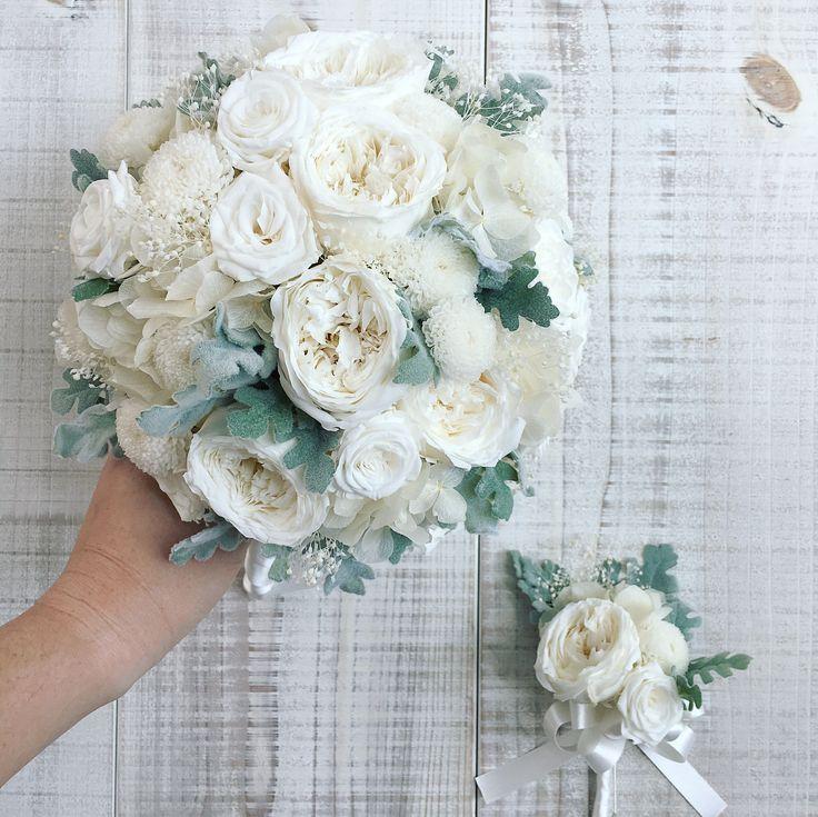 Bouquet for bride 柔らかな笑顔が本当に素敵な花嫁様。アトリエにいらしてくださって優しいお母様と仲の良いお姉様と3人でいつも楽しそうにされていました。たくさんの方の想いに見守られて佳き日を過ごされますように◎おめでとうございます! * #lesfavoriswedding #オリジナルウェディング #大人婚 #おしゃれ婚 #ナチュラルウェディング #ガーデンウェディング #軽井沢ウェディング #前撮り #後撮り #花嫁準備 #花嫁会 #結婚式準備中 #プレ花嫁 #2017秋婚 #2017冬婚 #2018春婚 #2018夏婚 #2018秋婚 #プリザーブドフラワーブーケ #アーティフィシャルフラワーブーケ #wedding #bridal #weddingbouquet #workshop #wedingflowers #preservedflowers #futakotamagawa #lesfavorisbouquet