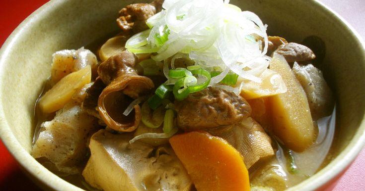 我が家の簡単たっぷり野菜のもつ煮込み♪麺つゆと味噌のコラボで美味しくいただきます冷えた日には是非作って頂きたい1品です♪