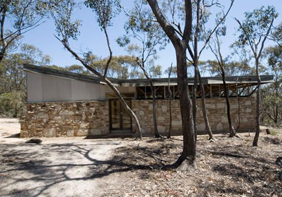 """Australia's iconic architect, the late Robin Boyd's """"Baker House"""" in Bacchus Marsh, Victoria, goes under the hammer"""