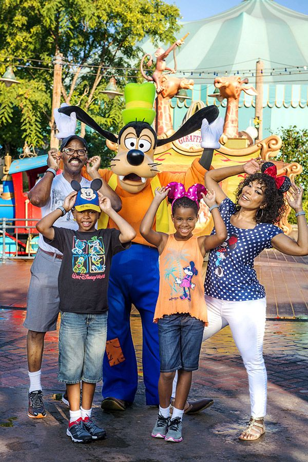 Hollywood couple Angela Bassett and Courtney B. Vance, along with their twin 10-year-old children, Bronwyn and Slater, recently took time at Magic Kingdom Park to pose for a photo with Goofy - Angela's favorite Disney character.