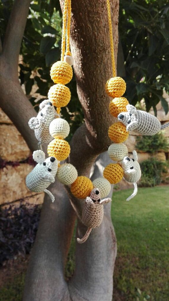 Mouses with Cheese Yellow necklace gift for mother  por OmGanchillo