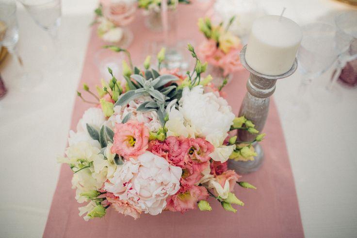 #Allestimento tavola #eleganti per #matrimoni, #fiori e #candele, #villalagorio #nozze #wedding