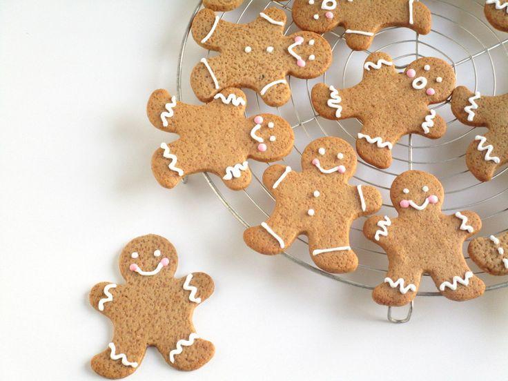 Wat kan ik toch blij worden van het verzinnen en maken van (eetbare) cadeautjes. Kleine koekjes, al dan niet gedecoreerd, in een leuke pot of een origineel blik, kaartje eraan, ik vind het heerlijk…