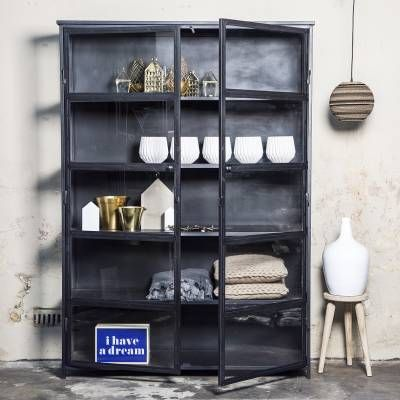 LOVE THIS ! Zwarte vitrine kast.