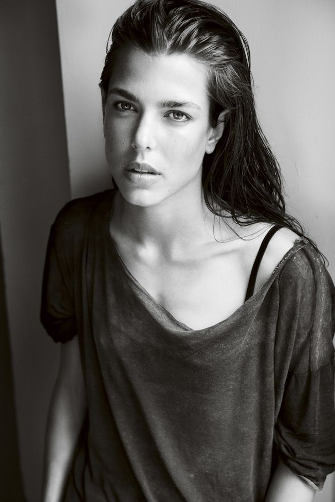 Beautiful Charlotte Vogue by Mario Testino