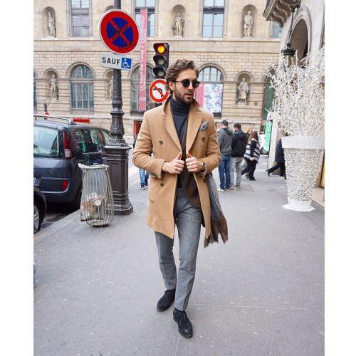 2015-02-23のファッションスナップ。着用アイテム・キーワードはウールパンツ, コート, サングラス, ジャケット, タッセルローファー, チェスターコート, ニット・セーター, ポケットチーフ, ローファー,etc. 理想の着こなし・コーディネートがきっとここに。  No:91377