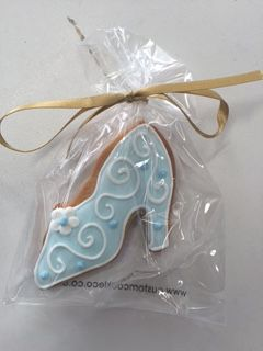 Eat in style with these #Cinderella glass slipper #cookies!