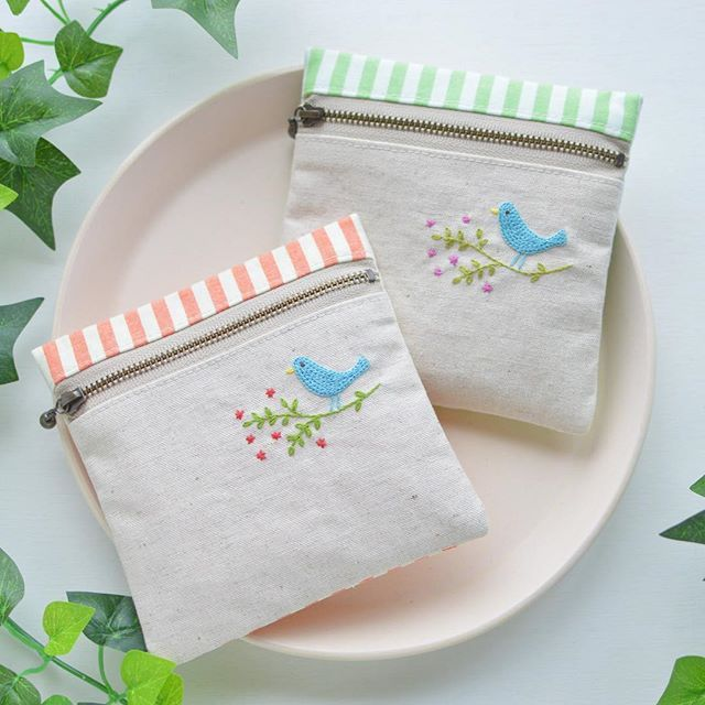 Small square pouch! . ようやく完成したスクエアポーチ! #handmade #embroidery #ポーチ