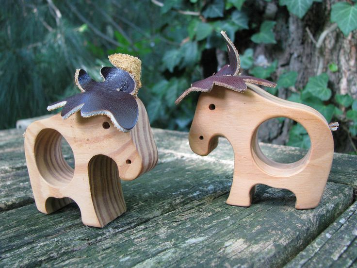 Vintage Swedish Wooden Elk – Set of 2 Napkin Holders – Scandinavian Christmas – 1980s Design from Sweden – Wood & Leather – Waldorf Style von everglaze auf Etsy