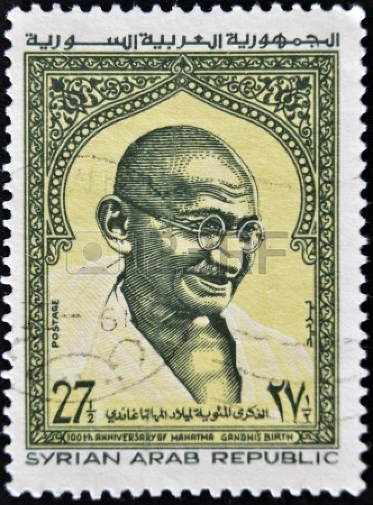 REPÚBLICA ÁRABE SIRIA - CIRCA 1969: Un sello impreso en Siria muestra Mahatma Gandhi, circa 1969