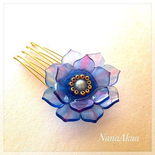 NanaAkua https://www.facebook.com/NanaAkua.Kobo  青い花のヘアコーム  #shrinkplastic #hair…