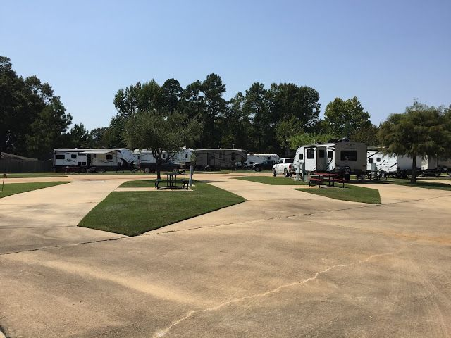 Shady Pines RV Park, Texarkana, Texas.  Click on the link for more pics and info.