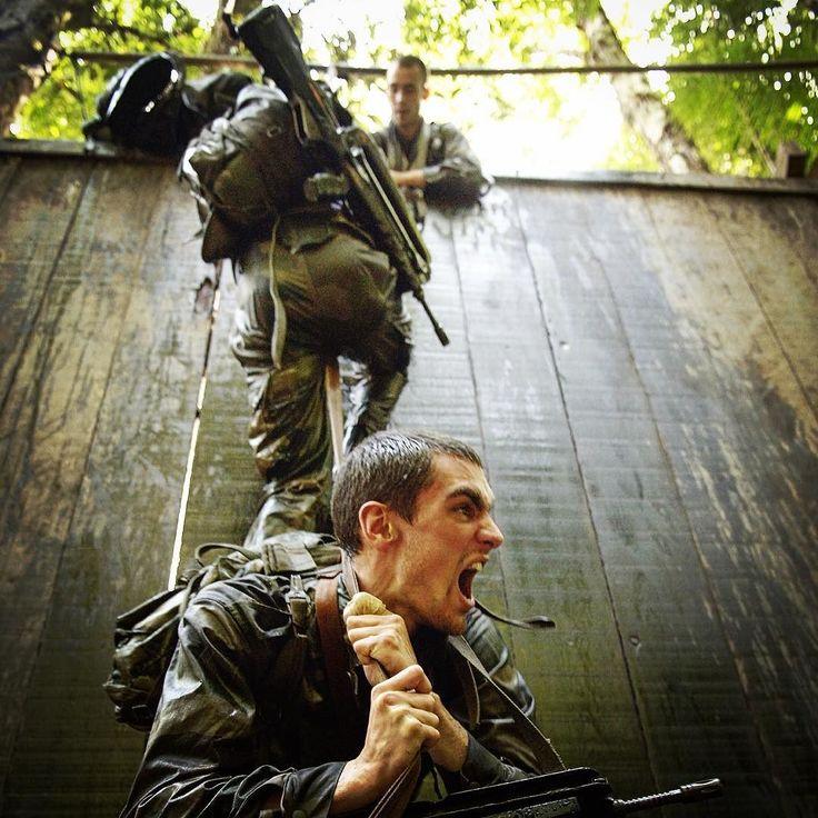 Centre d'entraînement en forêt équatoriale #CEFE en Guyane. L'un des centres d'entraînements les plus difficiles au monde. ADC Jean-Raphaël D/armée de Terre #armeedeterre #armeefrancaise #defense #defence #army #armee #instarmy #instarmee #soldat #soldier #frencharmy #militaire #military #guyane #commando #jungle #jaguar #training #rage #courage #cohesion #team #effort