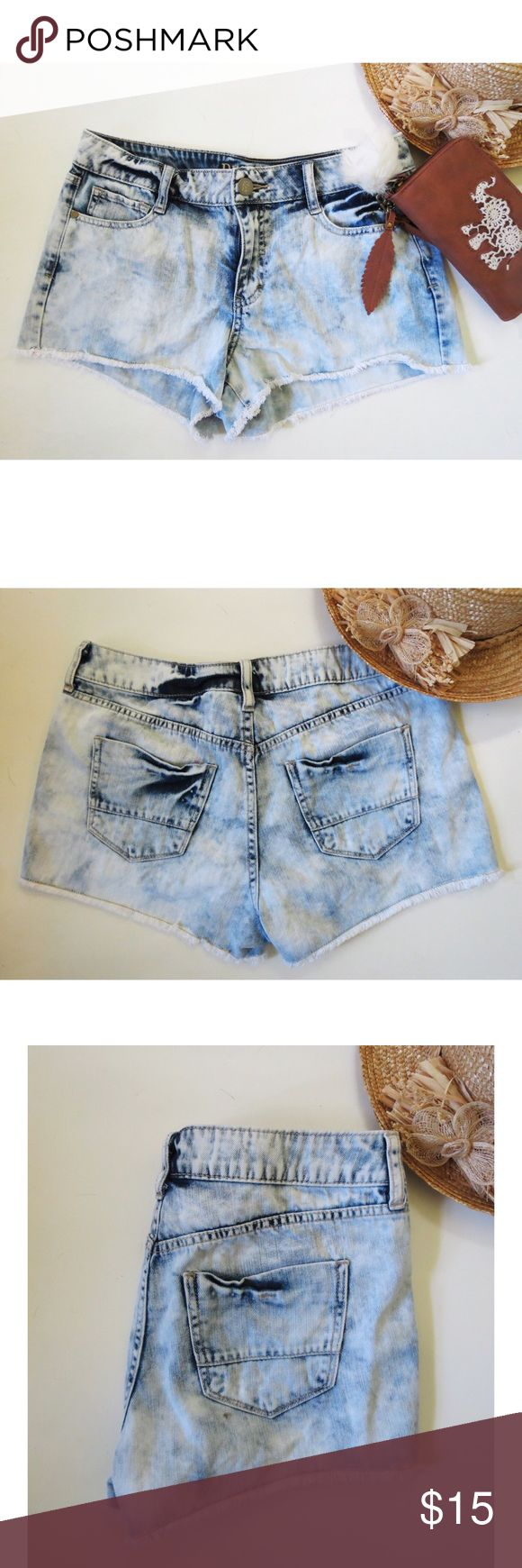 High waisted acid wash jeans Adorable high waisted acid wash shorts from Decree. These shorts are super cute with it's light wash denim and dark blue splashes giving them that perfect acid wash look! Shorts are also high waisted to fit that figure perfectly. Size 11 but they run really small so they would fit a size 7 best. In excellent condition! Decree Shorts Jean Shorts