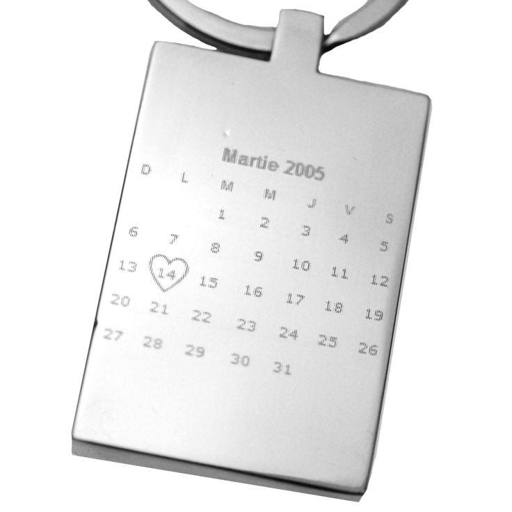 Breloc personalizat prin gravura calendar