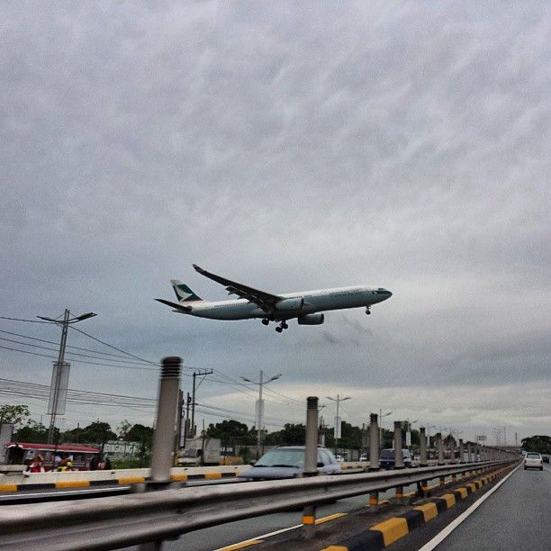 #airplane over #skyway #highway #philippines #飛行機 #高速道路 #フィリピン