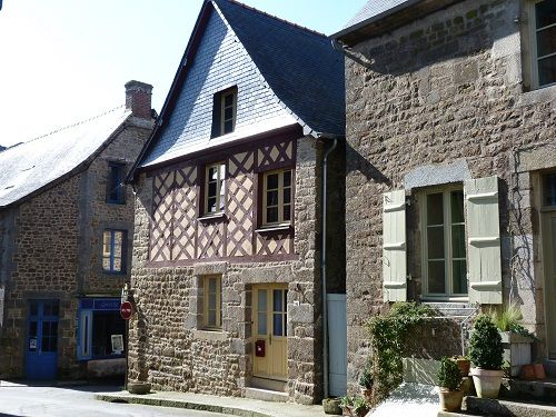 Beautifully restored Breton house in an unspoilt hillside village