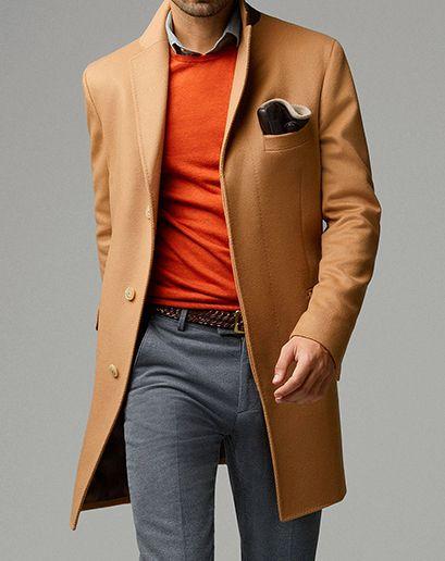 El hombre moderno mezcla su look con un toque de naranja #fashion #hommes