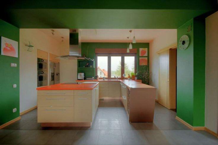 Przestrzeń kuchni płynnie łączy się z jadalnią oraz strefa komunikacji. Nowoczesne kolory i formy tworzą wnętrze lekkim i przestronnym.O PROJEKCIEZESPÓŁ PROJEKTOWYprojekt został opracowany przez zespół jmsSTUDIO s.c.DODATKOWE INFORMACJEProjekt opracowany na […]