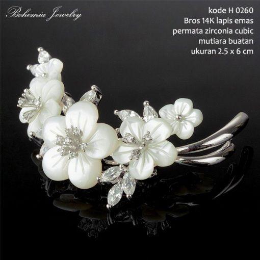 Bros #Zirconia bentuk Bunga Jasmine. Lapis #emas 14K Kelopak Bunga Terbuat dari #mutiara buatan kualitas tinggi. Harga Rp.485.000,- Free Shipping Jabodetabek. Packing Dengan Box Khusus. Limited Stock! Yuk Order Sekarang Sista! #jewelry #perhiasan