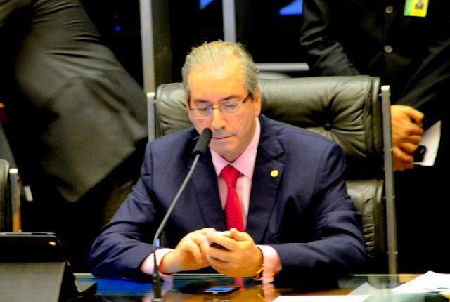 Blog do Arretadinho: Eduardo Cunha insiste que não renuncia