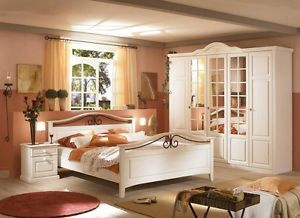 Simple Landhaus Schlafzimmer tlg teilmassiv Weiss Kleiderschrank Bett Konsolen