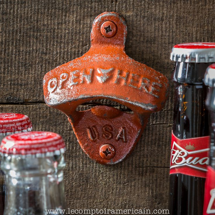 Décapsuleur mural fonte made in USA #bottleopener #decapsuleur #ouvrebouteille #fonte #madeinUSA #americanproduct #lecomptoiramericain #nevermorehouse #coca #cocacola #bud #beer #budweiser #orange #red #USA