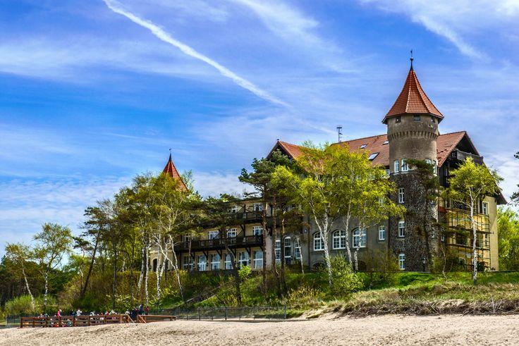Łeba in Polen, in de buurt van waar mijn familie woont. Heel veel vakanties hier doorgebracht. Hotel Neptun zo mooi...
