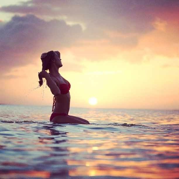 Girls Surfing Wallpaper: Surfer Girl Relaxing In The Ocean Waiting For A Wave At