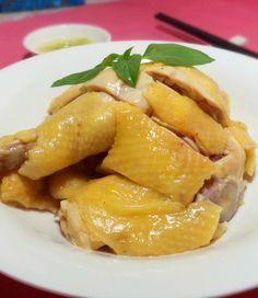 Plat cantonais traditionel très connu: poulet bouilli au gingembre (White Cut Chicken, 白切鸡)