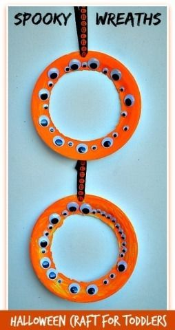 Halloween Crafts for preschoolers and toddlers making spookily cute and simple wreaths