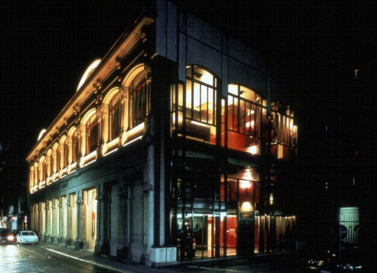 1999 - Grand opening in Milan of the new headquarters on Via Pontaccio: in the former Gondrand building, totally renovated for Gianfranco Ferré by interior designer/architect Marco Zanuso, then completed by Franco Raggi both on the level of the executive project and interior architecture.