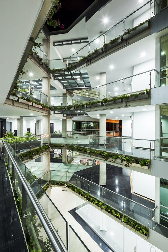 Galería de Edificio Halcón / TEC - Taller EC - 6