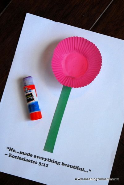 construction paper cupcakes | Cupcake Liner Flowers - Awana Cubbies Bear Hug #3 Craft ...