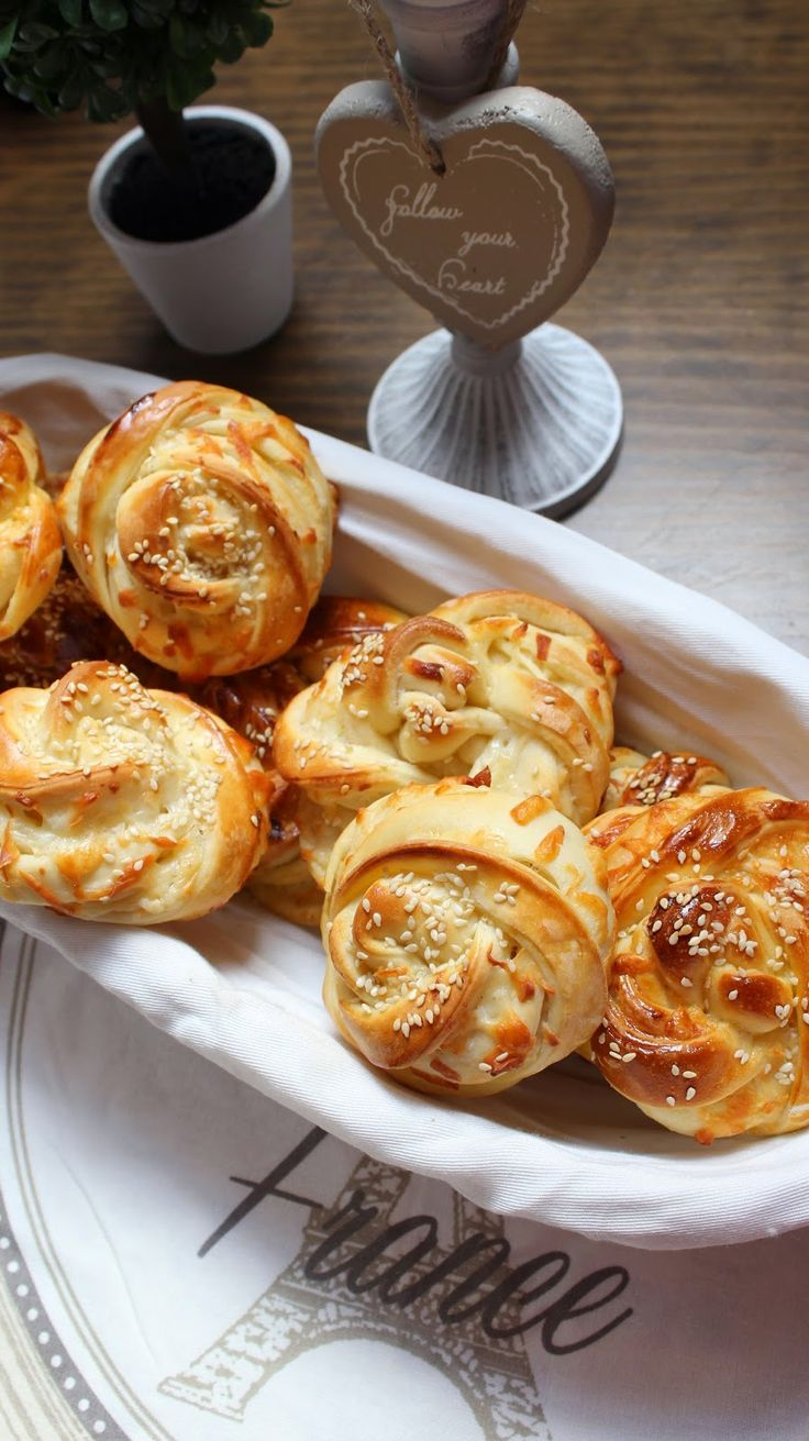Operación Pastelito:: Panecillos trenzados con queso y sésamo (Turquía)