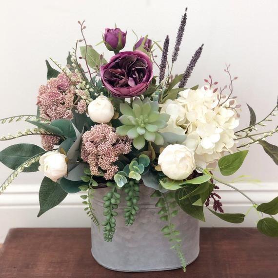 Blumengesteck im Bauernhausstil | Frühlingsblumengesteck | Lila / Lavendel … … – Home Blumenarrangements