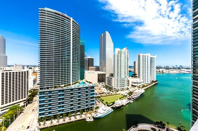 Hit the beaches in Miami #Florida  Find vacation homes in #Miami: http://www.rentalhomes.com/listing?q=Miami%2C+US&yt5=&page=2 #beach #vacation #travel #miami #florida #USA