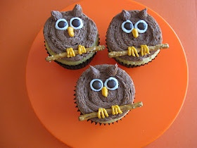 ...I'm going to make these cupcakes simply because I want to make icing owls. XD