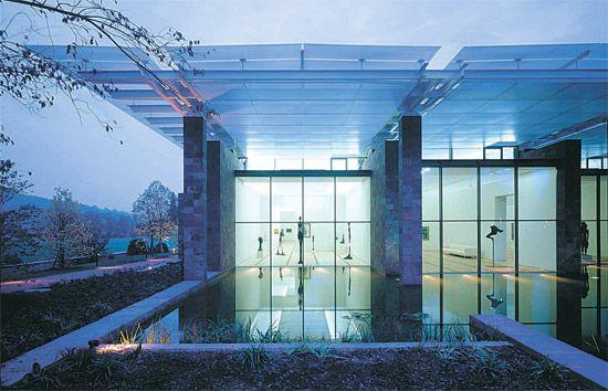 """스위스 바이엘러 재단 미술관(Beyeler Foundation Museum·97년 완공). [사진 RPBW] """"렌조 피아노(Renzo Piano·74)가 미국 최고의 (건축) 프로젝트 설계를 도맡아 하고 있다."""""""