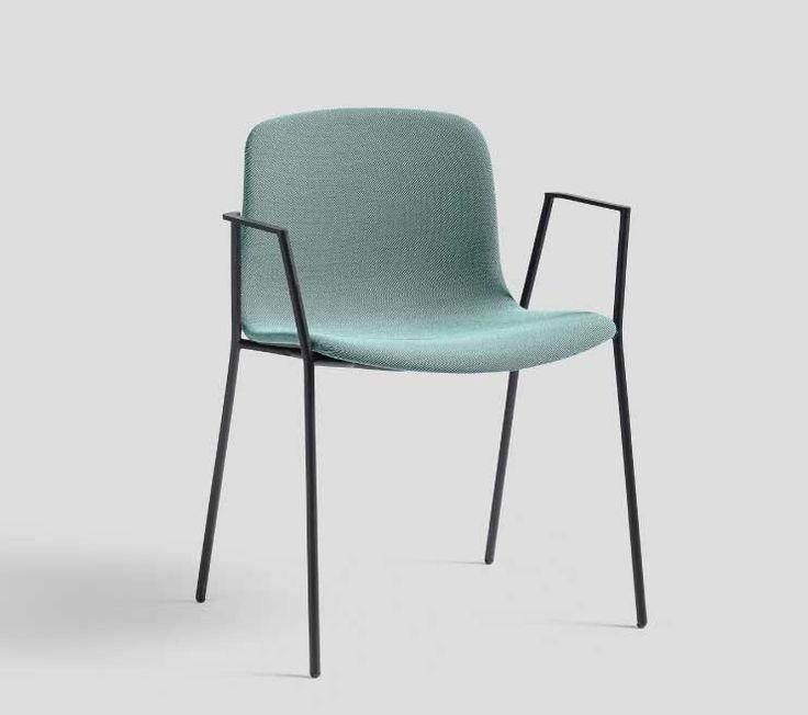 Sedia con braccioli rivestita in tessuto verde
