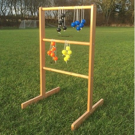 Stigegolf også kaldet Laddergolf. Yderst sjovt udendørsspil hvor hele familien kan spille med. Læs mere om spillet og reglerne inde hos Jyskegolfbolde.dk #stigegolf #laddergolf #familiespil #ribbespil #sjov #leg #havespil #udendørspil