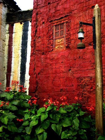 Beautiful red stucco over brick, and those tiny horses are cool, too ~~ Houston Foodlovers Book Club