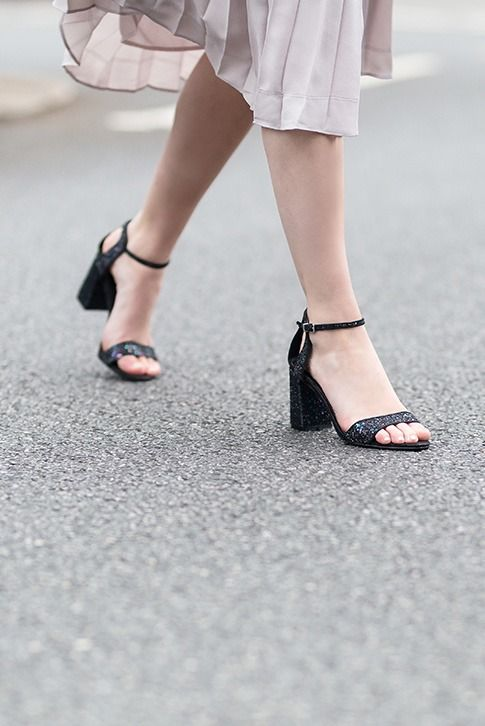 Barely there caging is dominating the catwalks, so add gilded Gigi to your after-dark collection. Brand new from Carvela Kurt Geiger, this multi-coloured strappy sandal is set on a slim sole and a blocky 75mm heel for just the right amount of height.